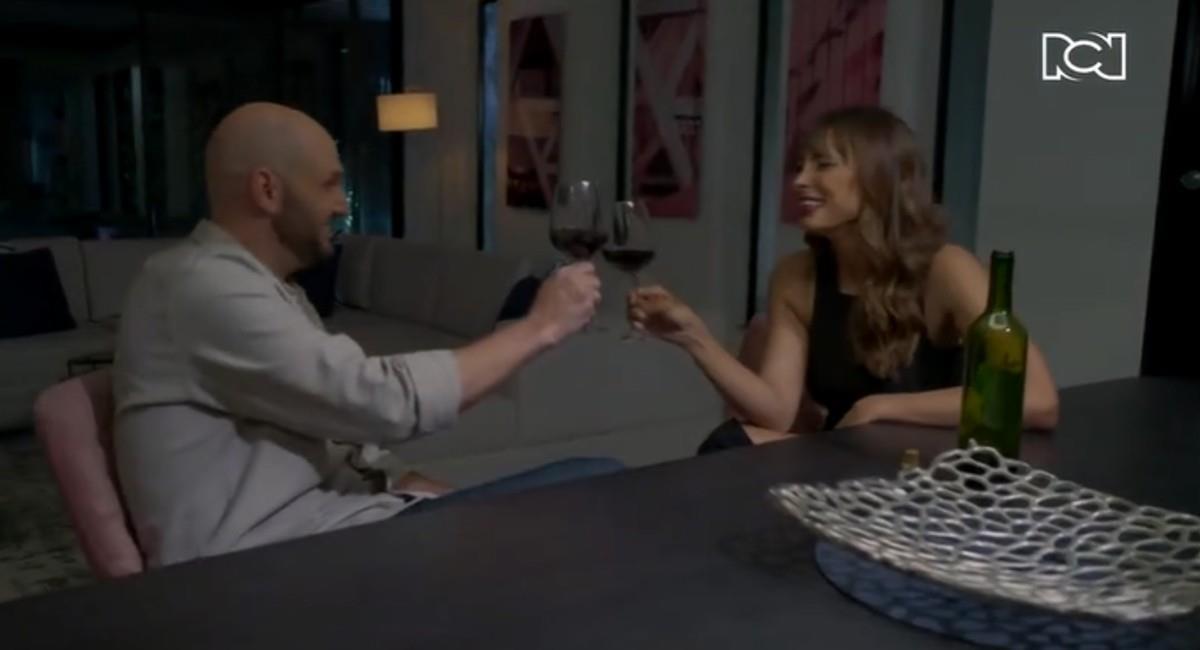 Viña en su papel de Gloria compartió un par de escenas con el chef. Foto: Canal RCN