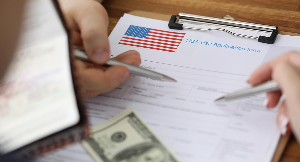 Vidente enseña un poderoso ritual para conseguir la visa americana. Foto: Shutterstock