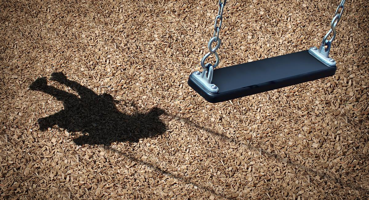 """Evento paranormal: mujer graba la presencia de un """"fantasma"""" en un parque infantil. Foto: Shutterstock"""