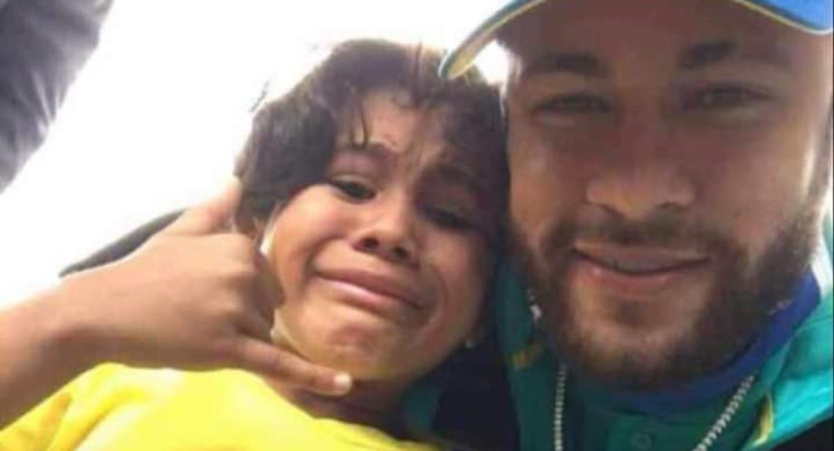 Critica a Neymar por foto con niño colombiano. Foto: Twitter @lizgomez2707