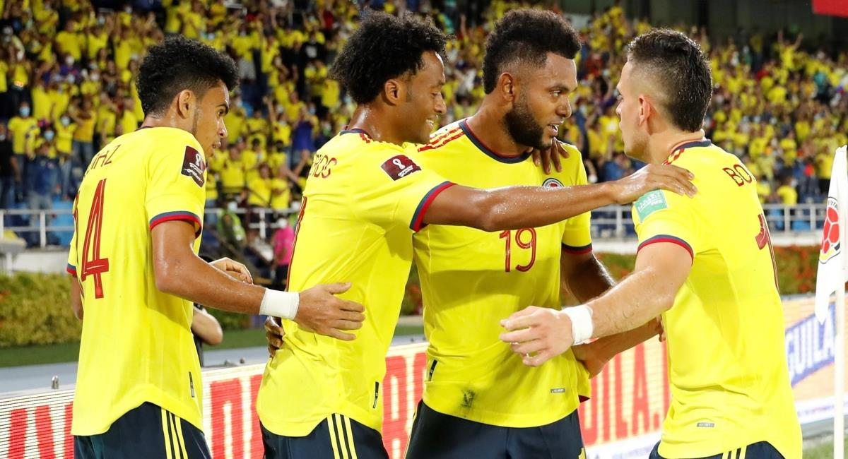 Escuchar por radio el partido de Colombia vs Ecuador. Foto: EFE