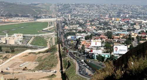 EE.UU. abrirá sus fronteras terrestres a México y Canadá