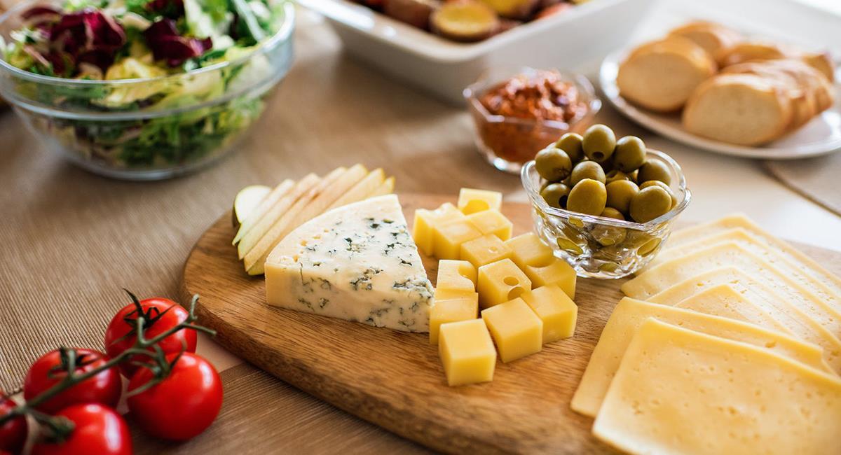 Los quesos son una delicia, se pueden combinar con sopas y galletas. Foto: Pexels