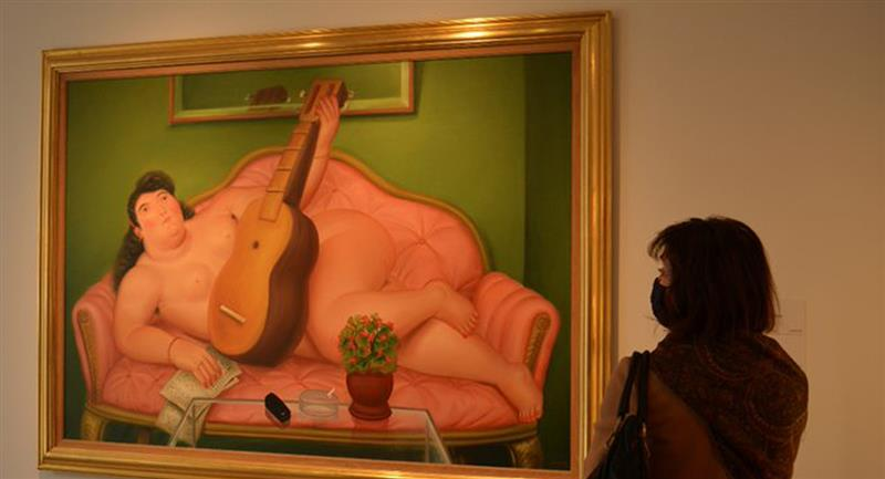 """Mujer con guitarra"", cuadro de Fernando Botero subastado en un millón de dólares"