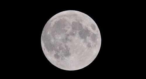 """3 consecuencias que genera sobre la Tierra, que la Luna """"se aleja"""" de ella 4CM al año"""